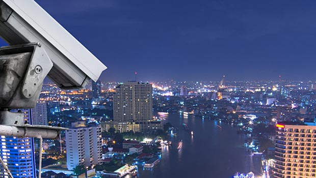 Surveillance Cameras Convey Accurate Information on Disasters Even in Low-Visibility Scenarios